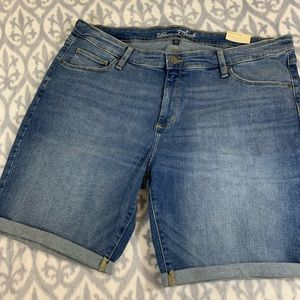 NWT universal threads jean Bermuda shorts